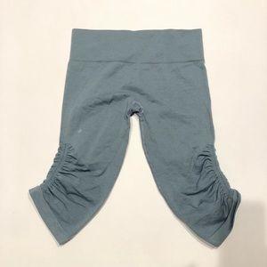 👧 Lululemon Athletica Blue 3/4 leggings 8